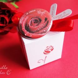 badge magnet 32 rose rouge