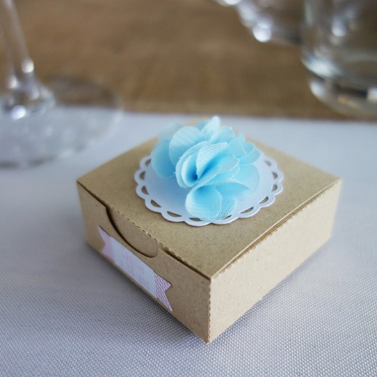 boite plate fleur bleu dentelle kraft