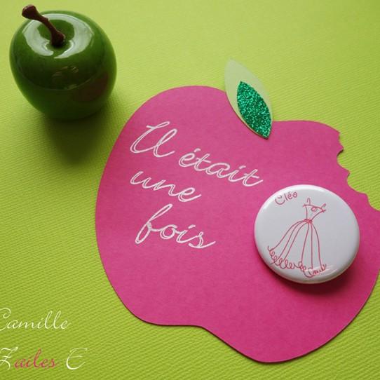 invitation pomme croquée badge magnet 32