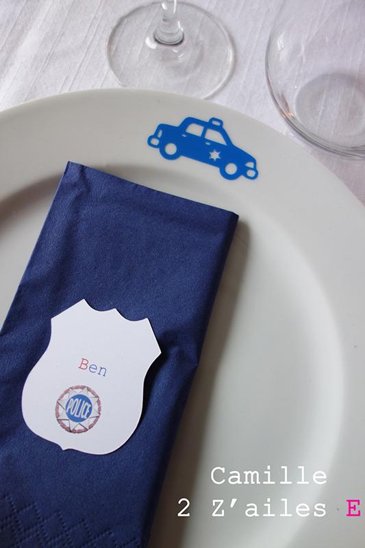Camille 2 z 39 ailes e marque place insigne de policier - Pliage serviette ourson ...
