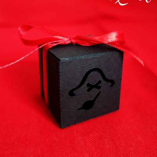 boite pirate noir rouge