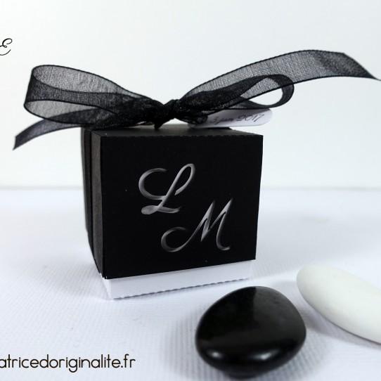 boite double initiale amoureux decoupe noir blanc irise