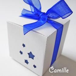 boite simple étoile arrondie blanc irisé bleu nuit
