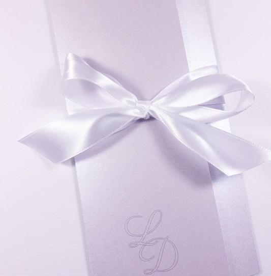 faire-part initiales amoureux rose poudré irisé ruban blanc 1