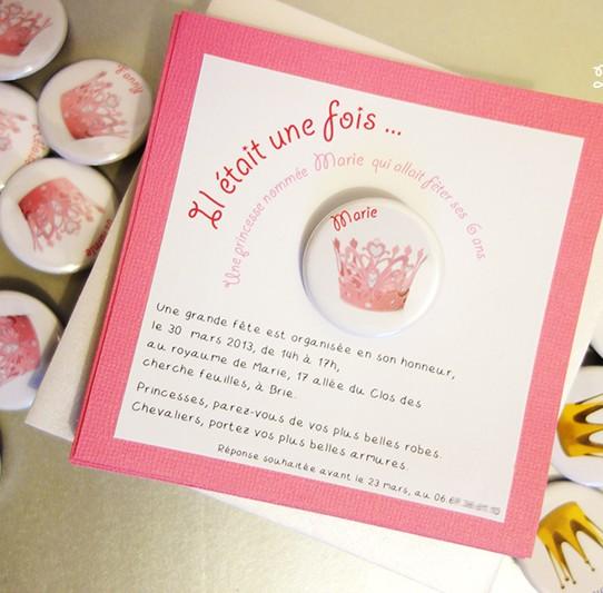 Camille 2 Zailes E Invitation Carrée Princesse Badgemagnet