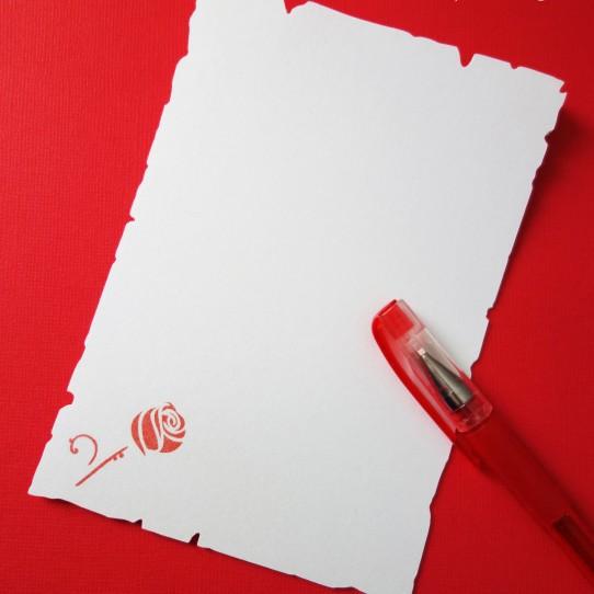 livre or parchemin rose rouge