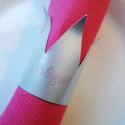 marque-place couronne rond de serviette argent rose