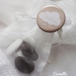 badge magnet 32 nuage beige blanc